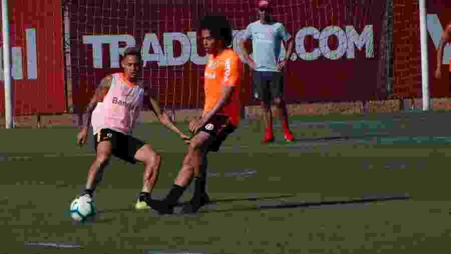 Nonato participa de treinamento do Internacional no CT do clube e pode aparecer no time - Marinho Saldanha/UOL
