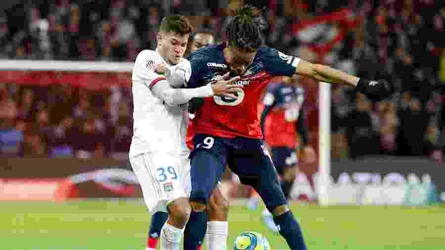 Bruno Guimarães atuou na derrota do Lyon para o Lille pelo Campeonato Francês - Francois Walschaerts/Reuters