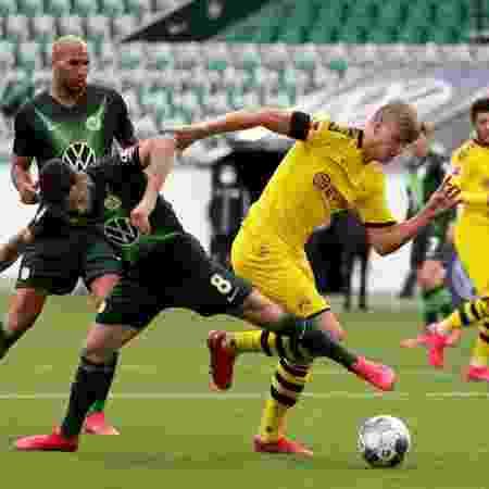 Steffen e Haaland em Wolfsburg x Borussia Dortmund, que venceu fora de casa - Michael Sohn / Pool via Getty Images