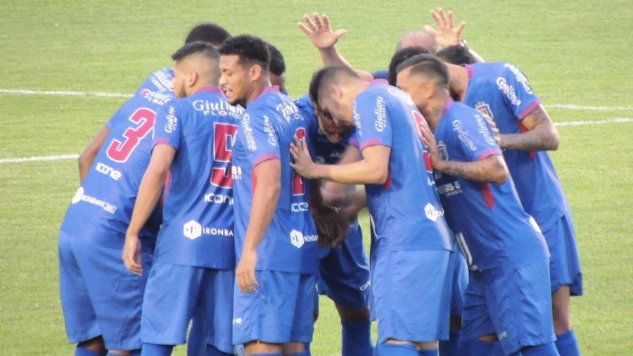 Jogadores do São Caetano, antes de jogo da A2 do Paulistão - Divulgação