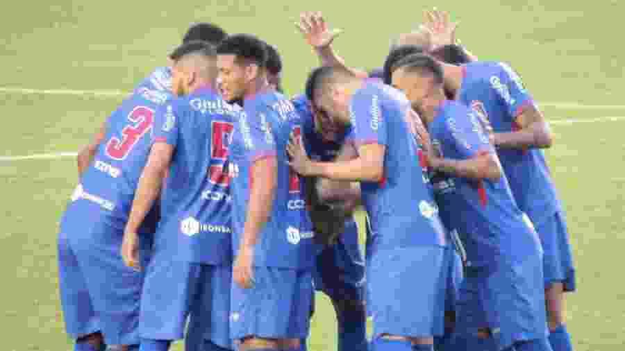 Jogadores do São Caetano se reúnem; equipe subiu para a Série A1 do Paulistão - Divulgação