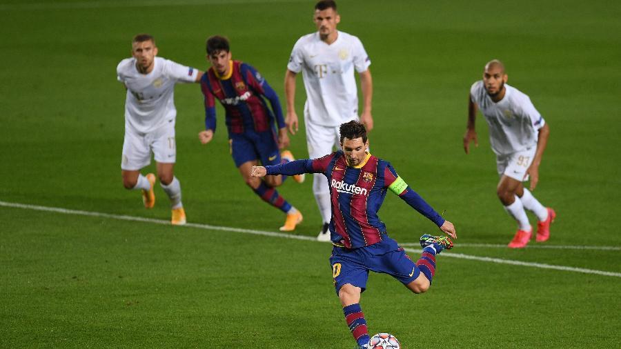 Messi marcou o primeiro gol da partida entre Barcelona e Ferencváros - Alex Caparros/Getty Images