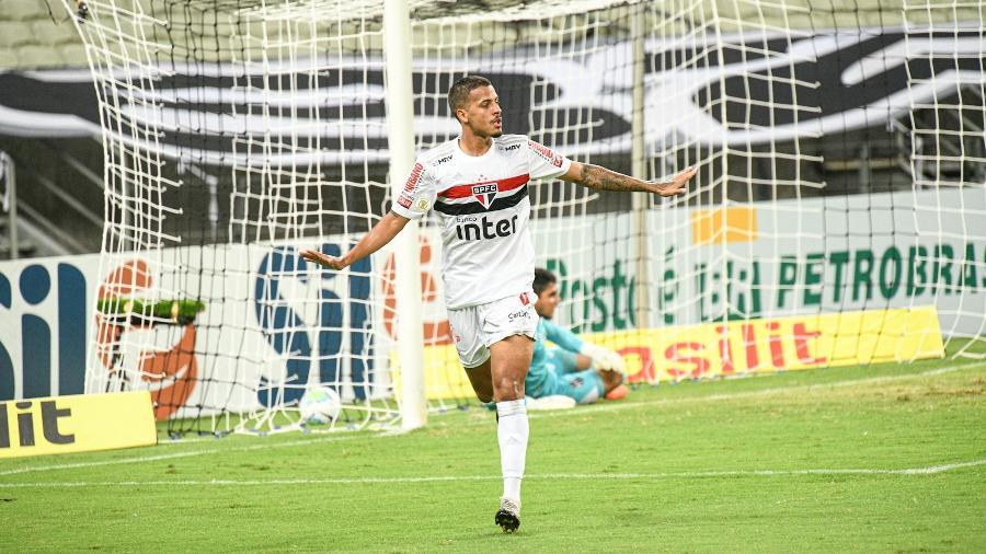 Zagueiro Diego Costa retoma condição de titular e deve formar trio ao lado de Arboleda e Bruno Alves - Kely Pereira/Kely Pereira/AGIF