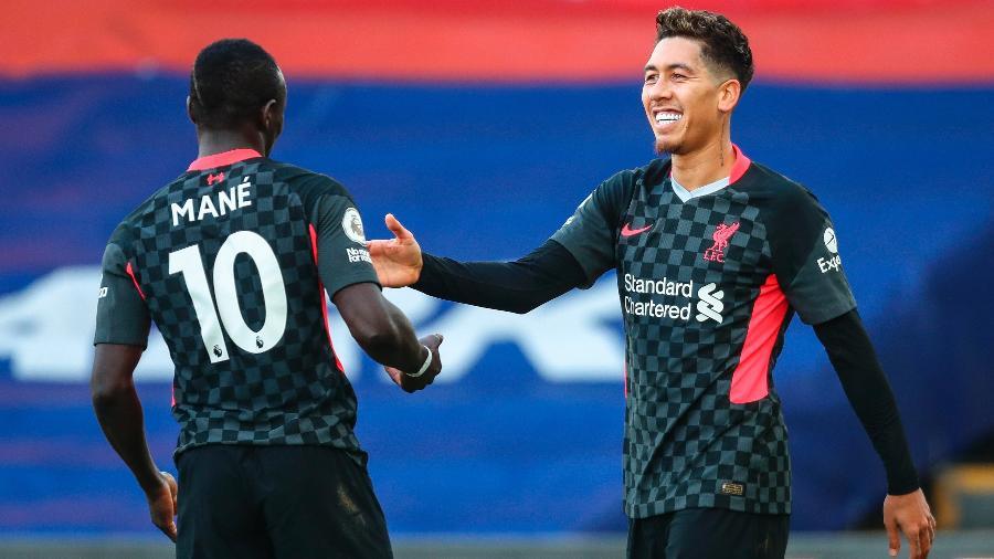 Firmino e Mane comemoram um dos gols do Liverpool contra o Crystal Palace - Clive Rose / POOL/EFE
