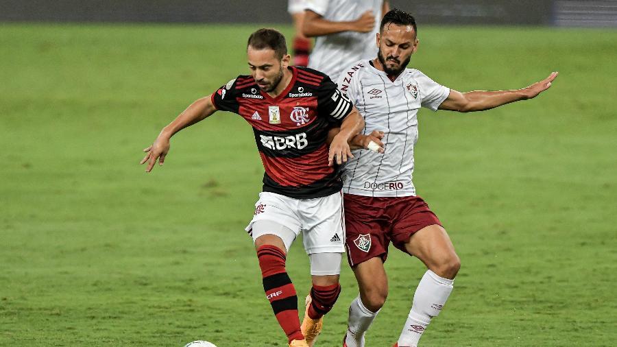 Lance do duelo entre Flamengo e Fluminense, no Maracanã - Thiago Ribeiro/AGIF