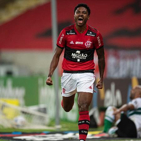 Vitinho comemora o 1º gol do Flamengo - Jorge Rodrigues/AGIF