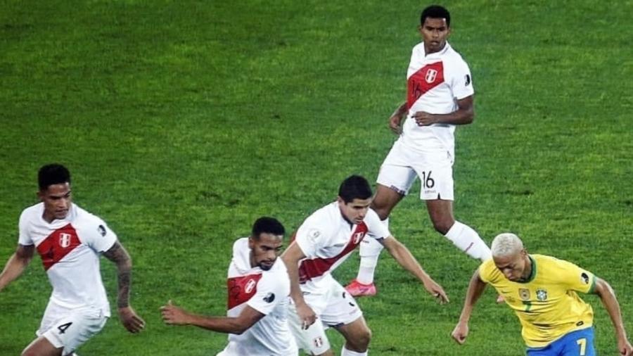 Richarlison sai de quatro jogadores em vitória sobre o Peru - Reprodução/Instagram