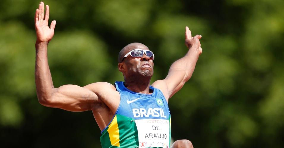 Luiz Alberto De Araujo durante a prova do salto em distância do decatlo