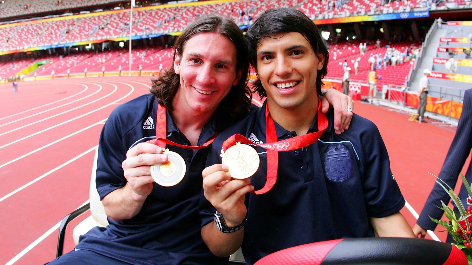 Lionel Messi e Sergio Aguero, da Argentina, comemoram a conquista do ouro olímpico em Pequim, em 2008