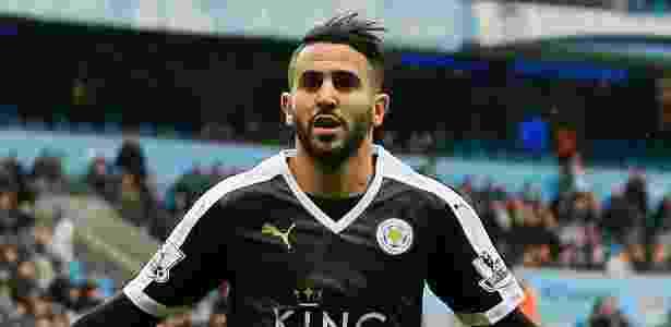 6.fev.2016 - Riyad Mahrez comemora após fazer o segundo gol do Leicester na partida contra o Manchester City pelo Campeonato Inglês - Jason Cairnduff/Reuters