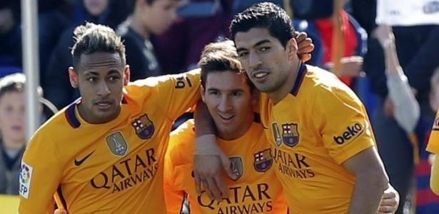 Trio MSN comemora gol na vitória sobre o Levante