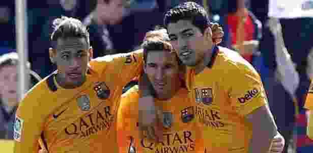 Trio MSN comemora gol na vitória sobre o Levante - Juan Carlos Cárdenas/EFE