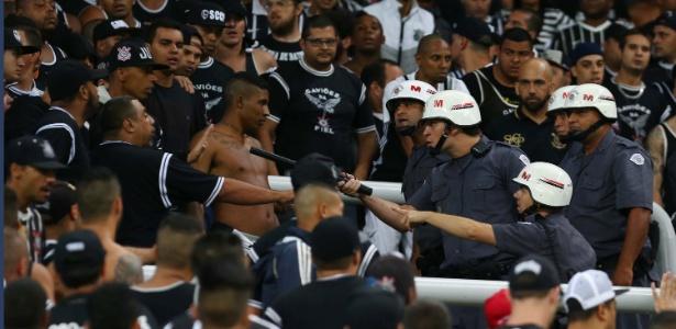 Polícia Militar ameaça torcedor do Corinthians após protesto da Gaviõesda Fiel