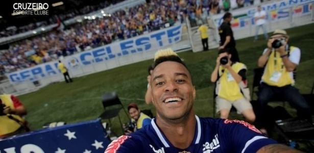 Rafael Silva pegou a câmera de um amigo fotógrafo e registrou o gol de empate