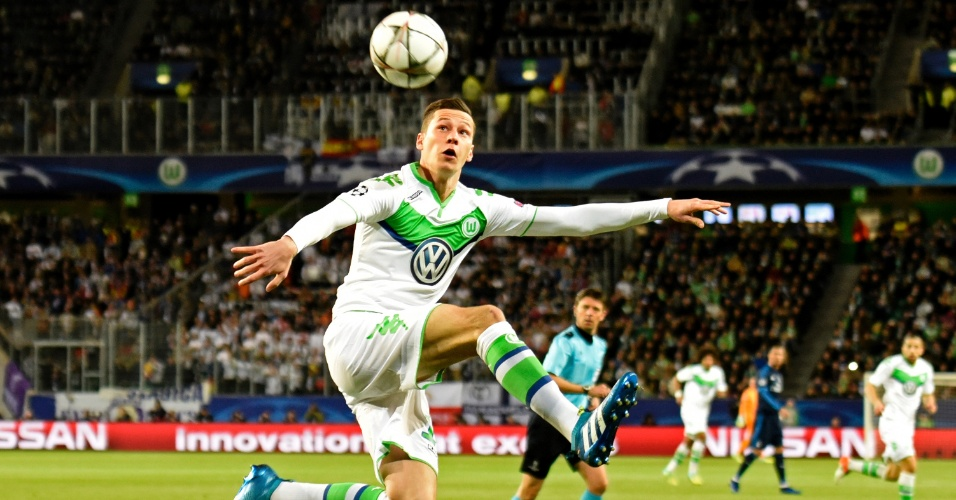 Draxler domina a bola com estilo na partida entre Wolfsburg e Real Madrid pela Liga dos Campeões