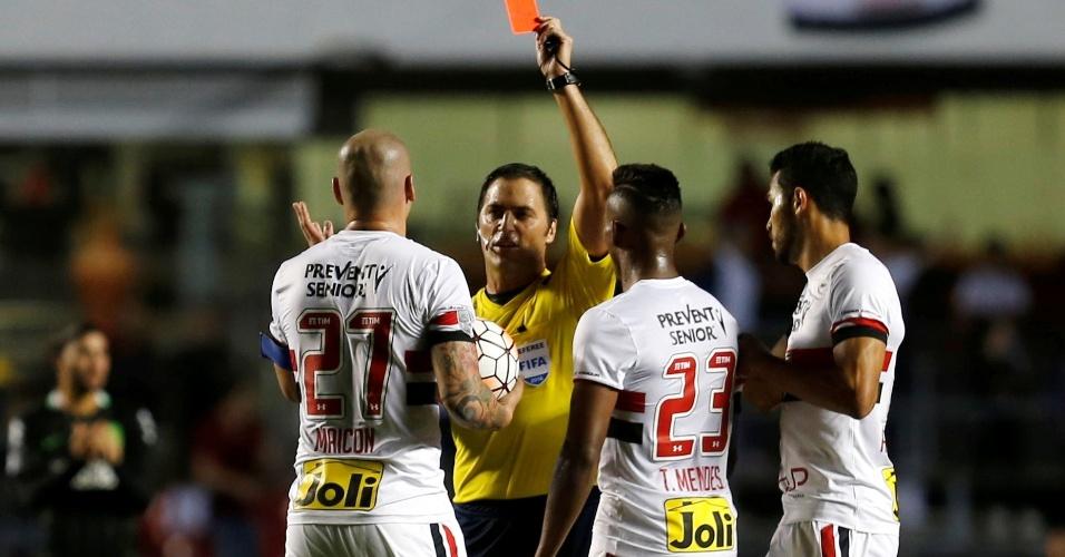 Maicon recebe cartão vermelho na partida São Paulo x Atlético Nacional