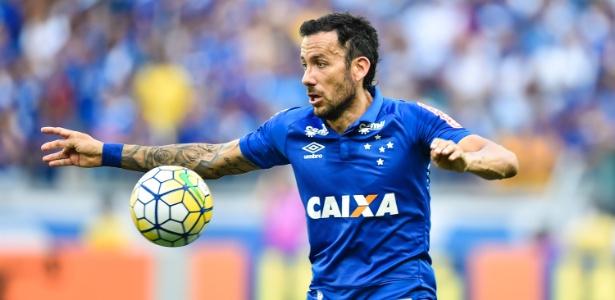 Retorno ao Cruzeiro durou 45 minutos, mas reforçou importância de Cabral no time titular