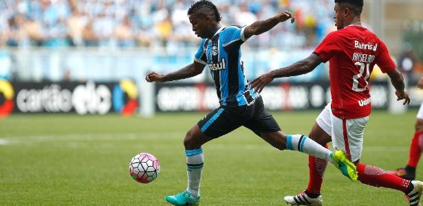 Equatoriano poderá ficar com a função de Douglas, que rompeu ligamento do joelho