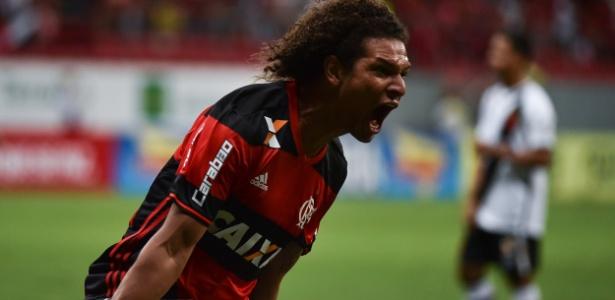 Willian Arão era titular do Fla, mas perdeu espaço para Cuéllar