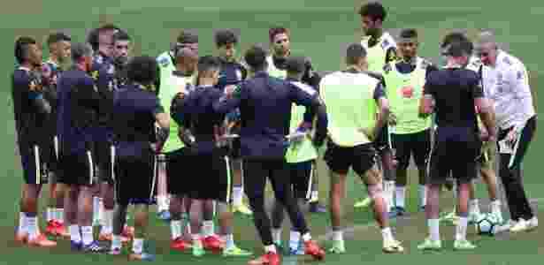 Diego Souza não recebeu o colete de Tite e treinou entre os titulares - Pedro Martins/Mowa Press