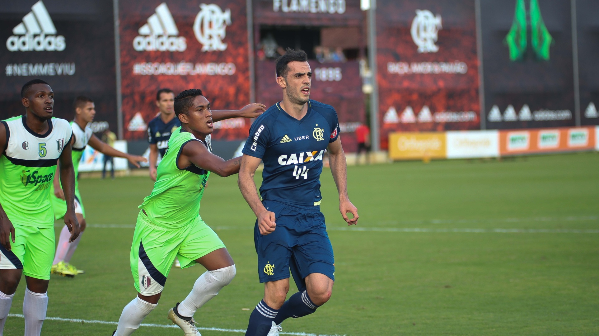 Rhodolfo participa de jogo-treino contra o Barra da Tijuca pelo Flamengo