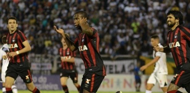 Ribamar, ex-Botafogo, fez o gol atleticano contra o Vasco em Volta Redonda