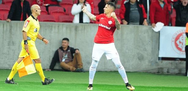 Victor Cuesta (foto) abriu o placar no Beira-Rio. Klaus fez os outros dois gols do Inter
