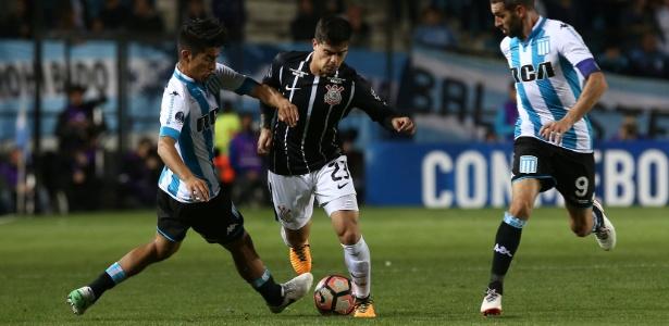 Fagner reclamou de arbitragem uruguaia em eliminação para o Racing