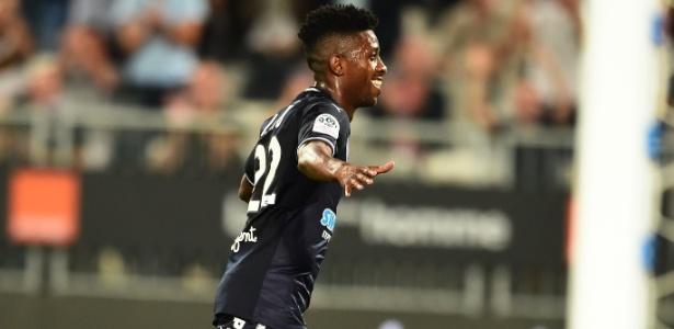 Jonathan Cafu comemora após marcar pelo Bordeaux contra o Guingamp