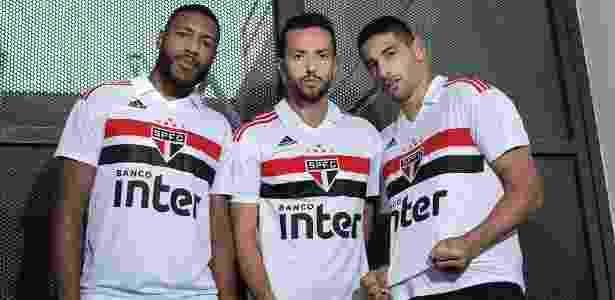 Profissionais apresentam nova camisa do São Paulo; base ainda não teve sua versão - Divulgação/São Paulo