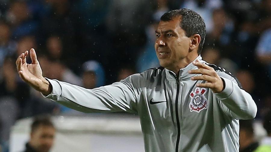 Fábio Carille, técnico do Corinthians, em duelo contra o Racing, hoje, em Avellaneda, na Argentina - REUTERS/Agustin Marcarian