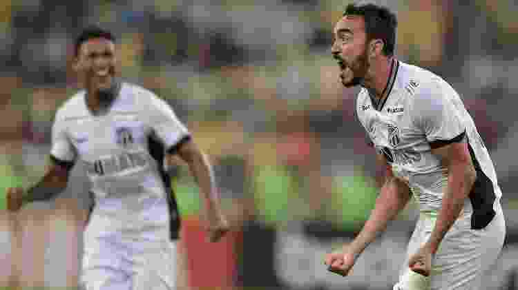 Tiago Alves comemora após marcar para o Ceará contra o Fluminense pelo Campeonato Brasileiro - Thiago Ribeiro/AGIF - Thiago Ribeiro/AGIF