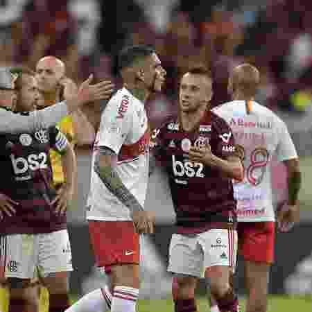 Paolo Guerrero foi expulso em jogo do Inter contra o Flamengo no Maracanã - Thiago Ribeiro/AGIF