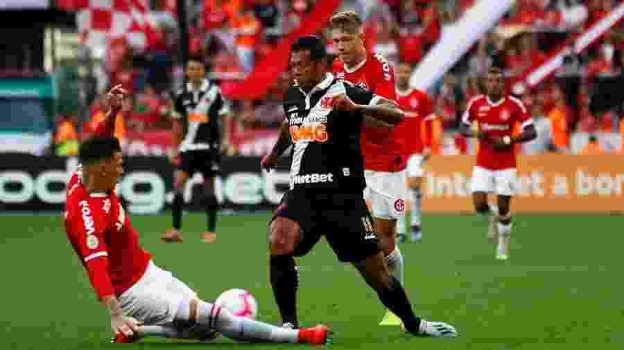 Colombiano Fredy Guarín estreou há duas rodadas e tem demonstrado que pode ajudar Vasco na reta final - Carlos Gregório Júnior / Site oficial do Vasco