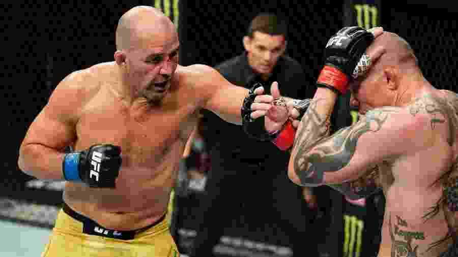 Glover Teixeira (dir) em luta contra Anthony Smith no UFC -  Cooper Neill/Zuffa LLC via Getty Images