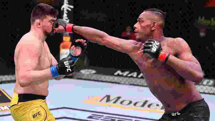 Jamahal Hill acerta Klidson Abreu, do Brasil, no UFC - Getty Images