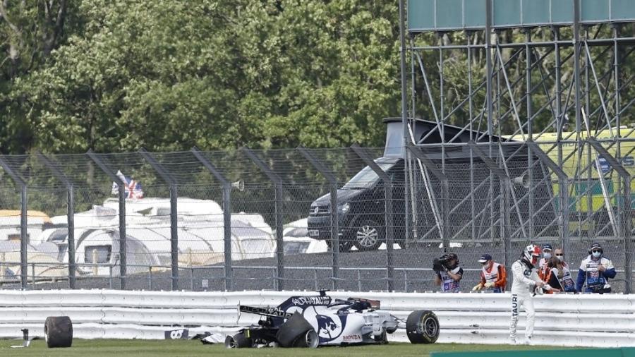 Daniil Kvyat sofreu acidente na 13ª volta do GP da Grã-Bretanha - ANDREW BOYERS/AFP