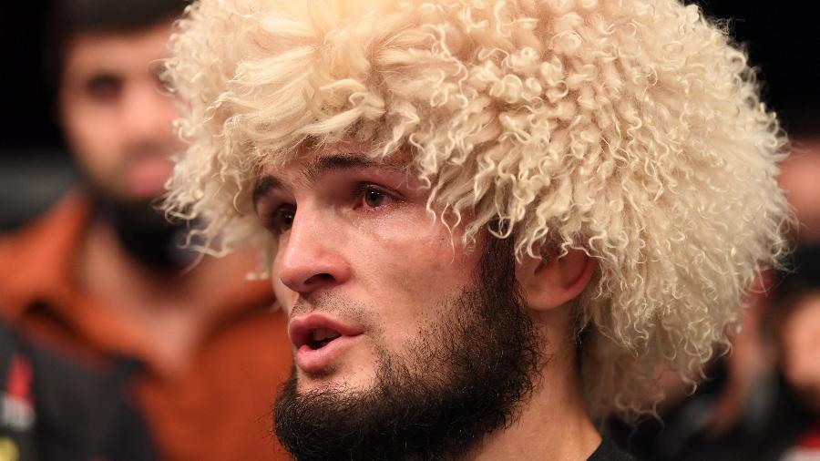Khabib Nurmagomedov anuncia aposentadoria e chora após vitória contra o americano Justin Gaethje - Josh Hedges/Zuffa LLC via Getty Images
