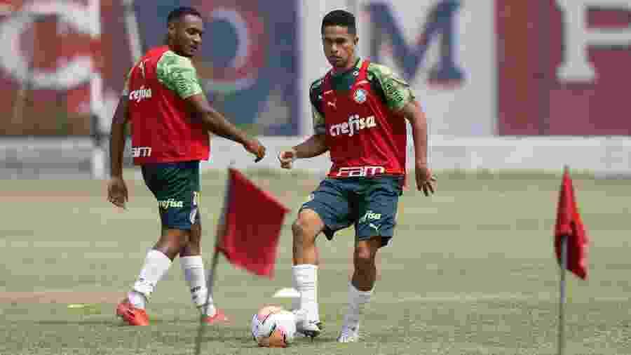 Fabrício e Gabriel Silva durante treino do Palmeiras, no Equador - Cesar Greco
