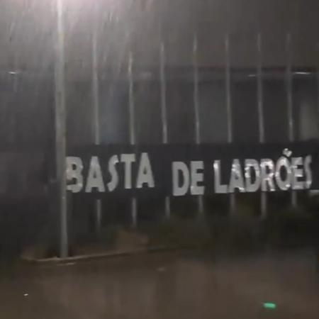 Torcedores protestaram contra árbitro da Taça de Portugal - Reprodução