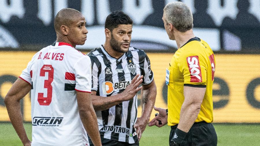 Galo e São Paulo se enfrentaram na terceira rodada do Brasileirão, no Mineirão, com vitória dos mineiros por 1 a 0 - GLEDSTON TAVARES/FRAMEPHOTO/ESTADÃO CONTEÚDO