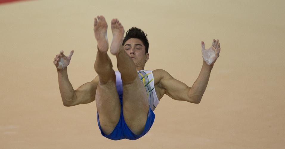 Arthur Mariano compete na final da prova de solo de ginástica artística