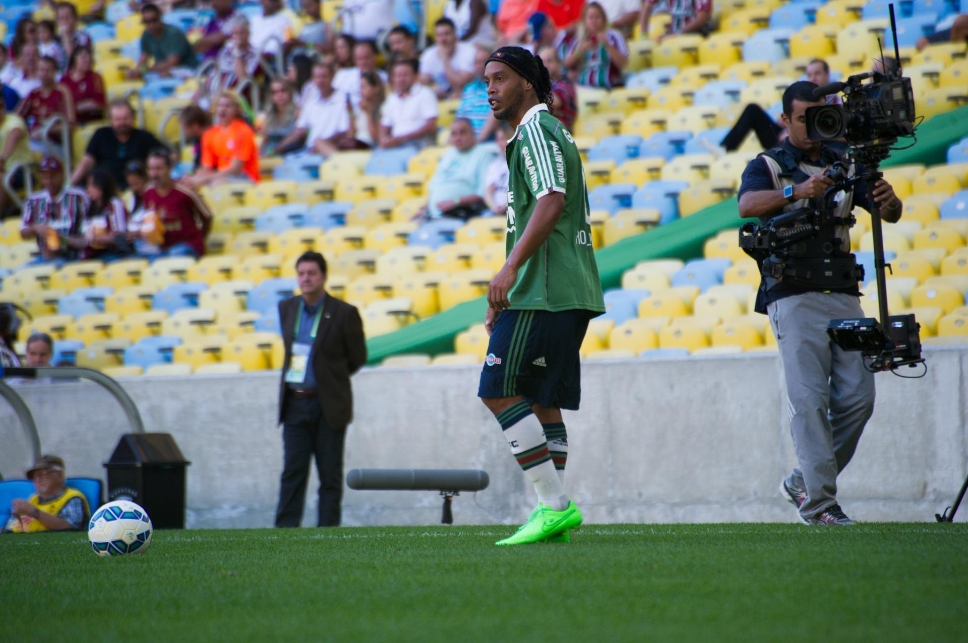 Saída de Ronaldinho pode gerar economia de até R  13 milhões ao Fluminense  - 30 09 2015 - UOL Esporte b3c43ae583ca3