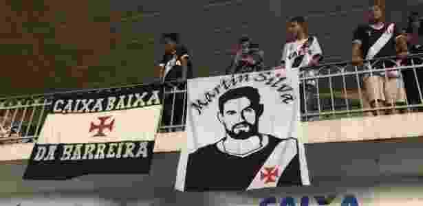Bandeira para Martín Silva no jogo do Vasco - Bruno Braz / UOL - Bruno Braz / UOL