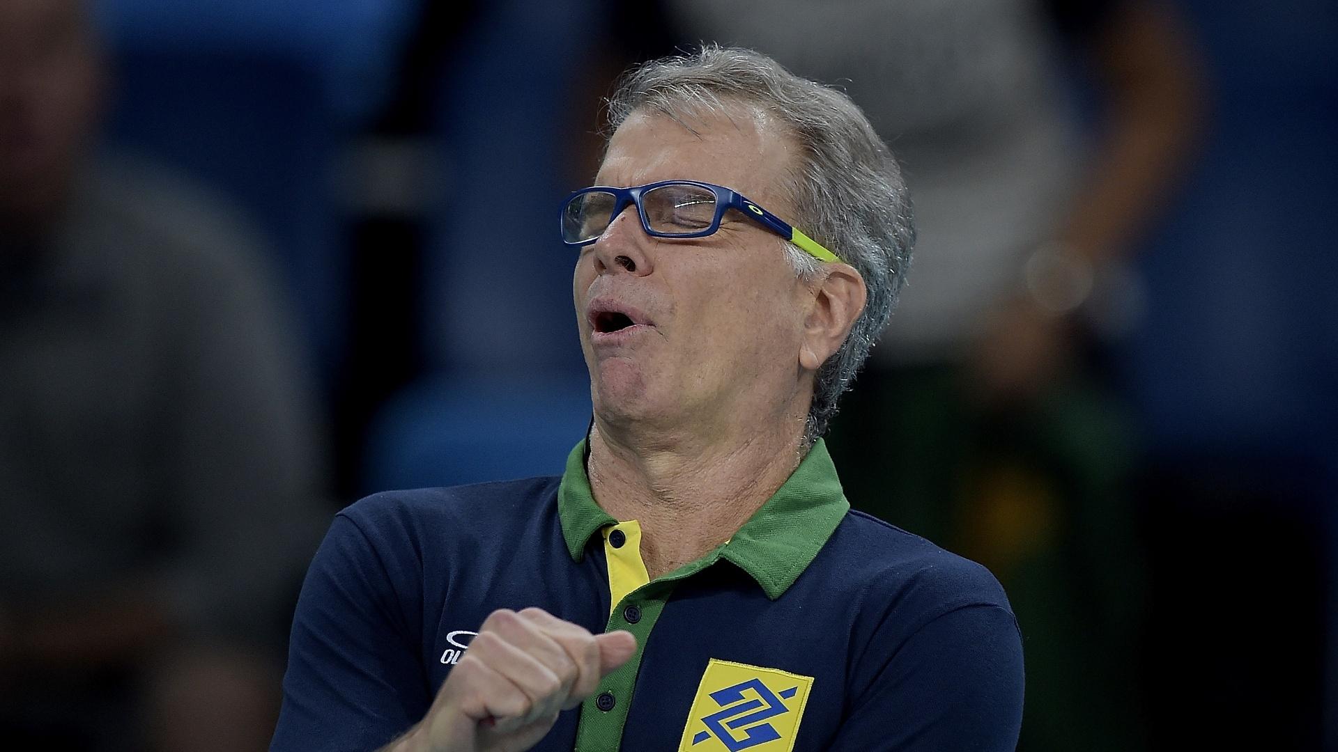 Bernardinho durante o jogo entre Brasil e Irã pela Olimpíada de 2016