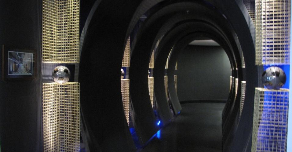 Na academia de Marcelo Bordon, foi construído um túnel semelhante ao de um estádio de futebol com cinco pilares de ferro decorados com bolas de cristal que representam o número da sorte de Bordon, já que ele usava a camisa número 5