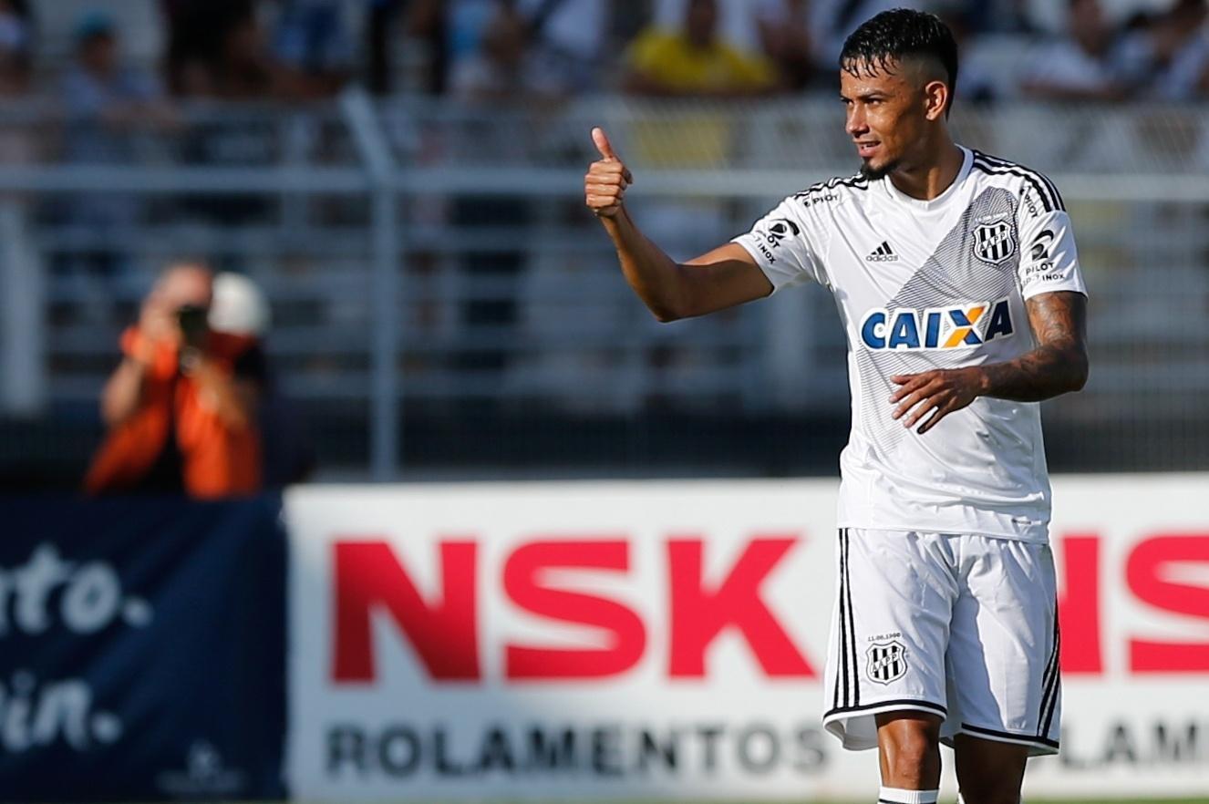 Lucca comemora gol da Ponte Preta contra o Corinthians