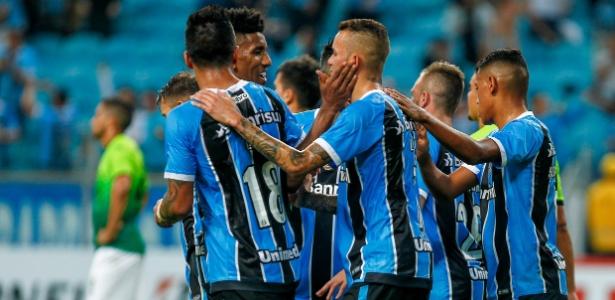 Jogadores do Grêmio comemoram gol diante do Zamora na Libertadores 2017