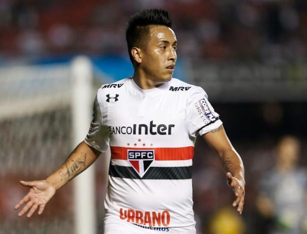 Cueva tem sido criticado pelas últimas atuações com a camisa do São Paulo