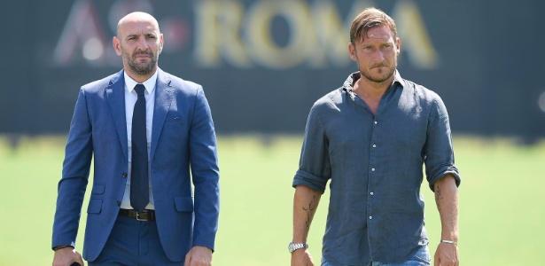 Francesco Totti (à direita) virou dirigente da Roma após se aposentar